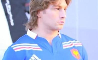 Adidas dévoile le nouveau maillot de l'équipe de France