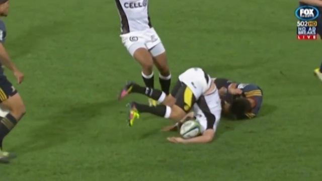 VIDEO. Super Rugby : Jason Emery expulsé après une terrible collision dans les airs sur Willie Le Roux