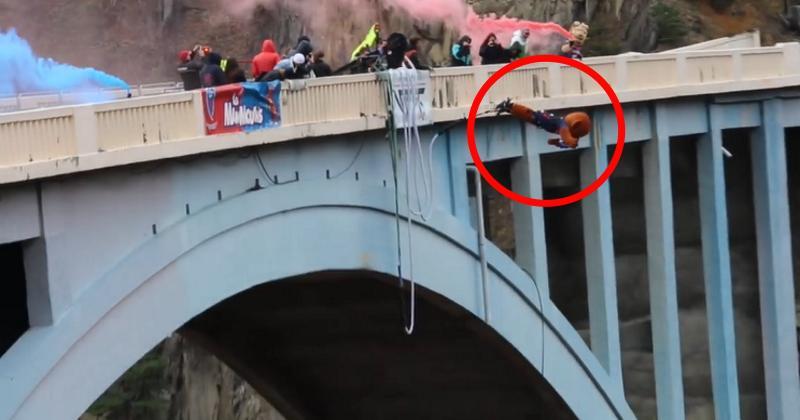 VIDÉO. Insolite : le saut à l'élastique des deux mascottes du FC Grenoble au Pont de Ponsonnas