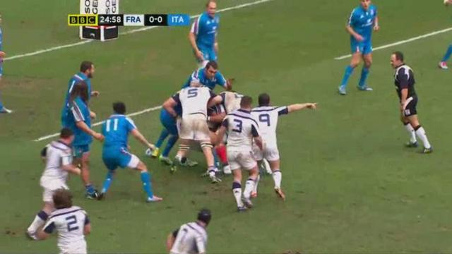 VIDEO. Leonardo Sarto tente de stopper Mathieu Bastareaud de manière insolite