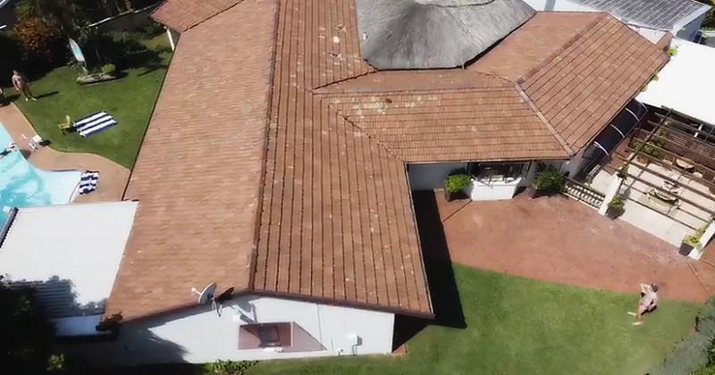 Se faire des passes par-dessus une maison ? Trop facile pour les frères Du Preez [VIDEO]