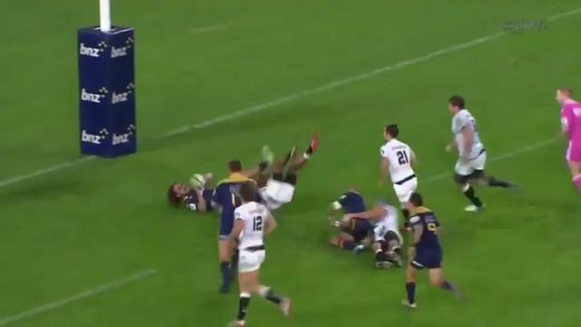 VIDEO. Super Rugby.  Les Highlanders enchaînent les passes après contact sur 95m pour un superbe essai