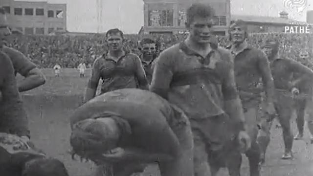 VIDEO. FLASHBACK. 1937. Les Wallabies et les Springboks prennent un bain de boue sur la pelouse du Sydney Cricket Ground