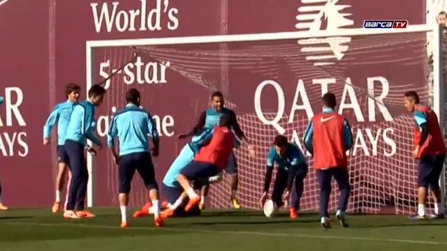VIDEO. Quand Lionel Messi et le FC Barcelone s'échauffent en faisant du rugby