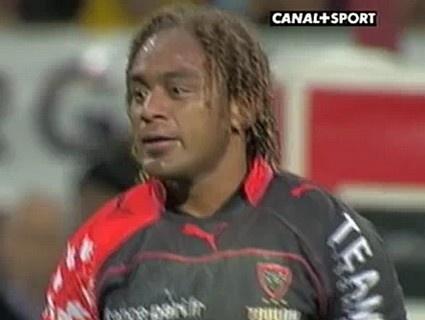 Lovobalavu inscrit un essai de la tête contre Bourgoin