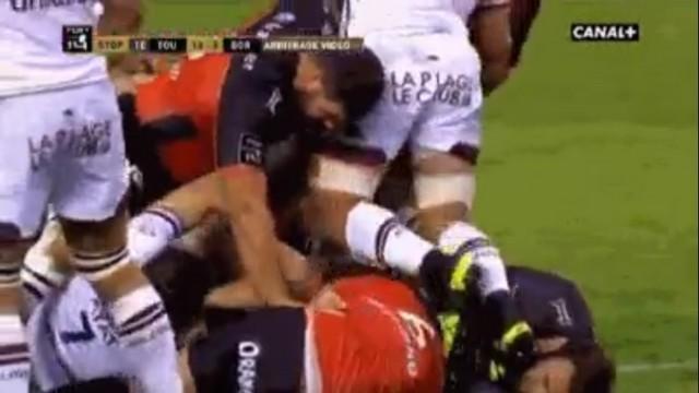 GIF. Top 14 - Luke Braid exclu après avoir marché sur le visage de Mamuka Gorgodze
