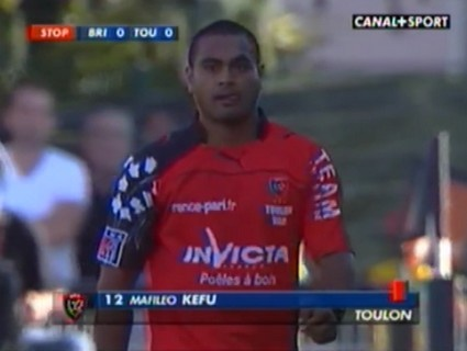 Mafileo Kefu cravate Alexis Palisson et prend un rouge