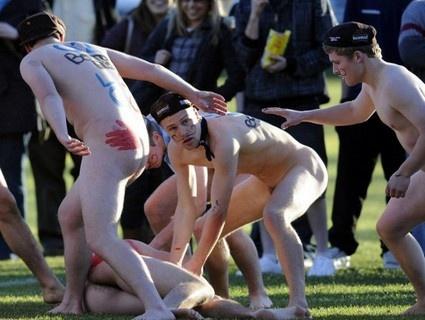 Match de rugby à poil