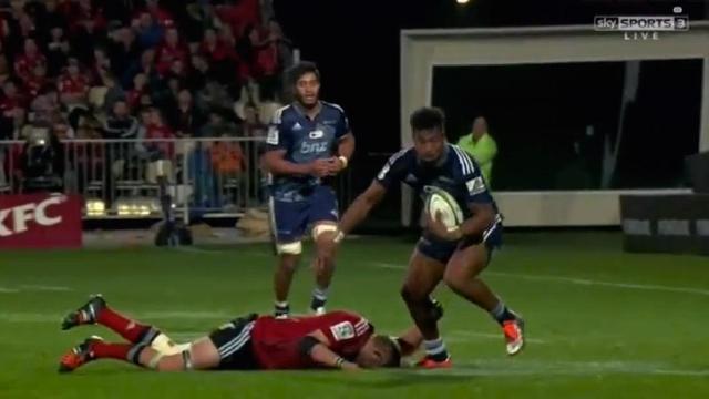 VIDEO. Super Rugby. Richie McCaw se fait éteindre par Lolagi Visinia
