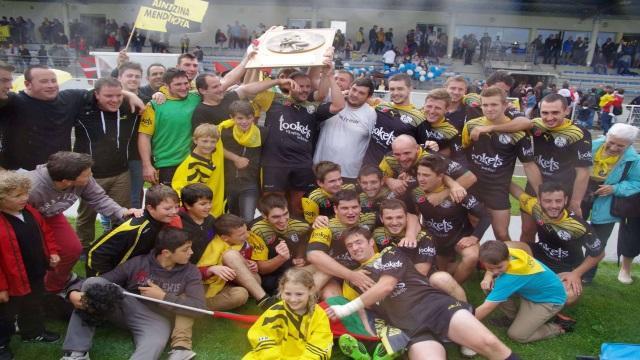 PHOTOS. RUGBY AMATEUR : les champions de France du week-end posent avec leurs boucliers