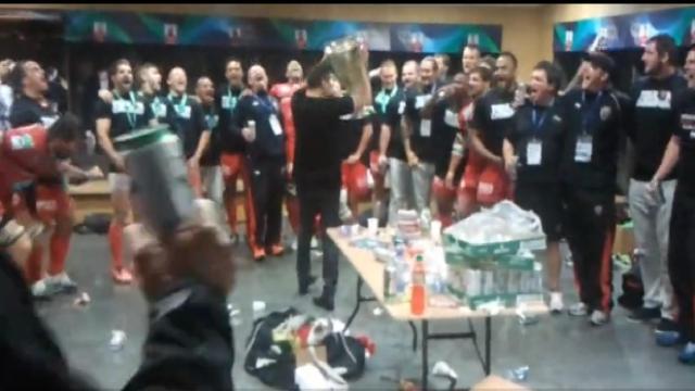 VIDEO. H Cup. Mourad Boudjellal lance le pilou-pilou dans les vestiaires du RCT après la victoire contre les Saracens