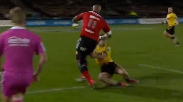 VIDEO. Super Rugby. Nemani Nadolo destronche 3 défenseurs et libère le ballon pour l'essai