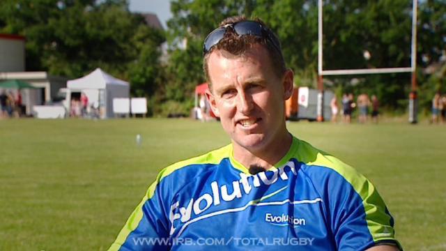 Nigel Owens parle de l'homosexualité dans le rugby et pousse la chansonnette comme personne à la radio