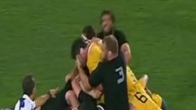VIDÉO. All Blacks - Owen Franks coupable d'une fourchette sur Kane Douglas ?
