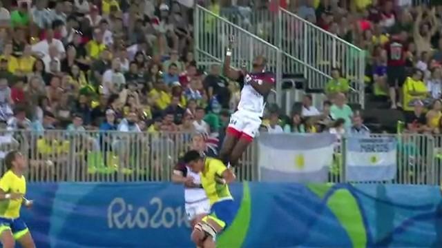 VIDÉO. Rio 2016. Quand Perry Baker s'envole par-dessus un joueur pour réceptionner le ballon