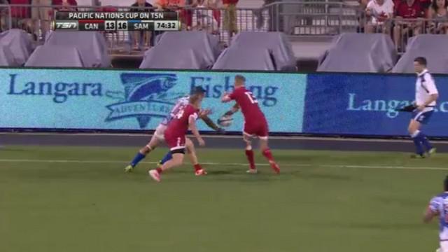 VIDEO. Pacific Nations Cup. Phil McKenzie calme huit défenseurs après une passe sous le bras en aveugle