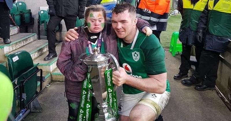 PHOTOS. Insolite : Peter O'Mahony donne sa médaille de vainqueur du 6 Nations à une jeune supportrice