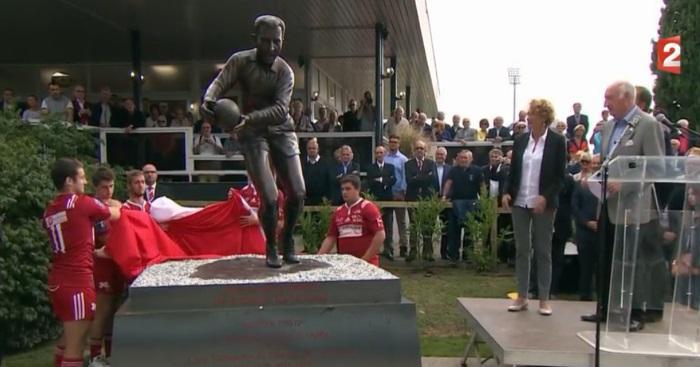 VIDEO. Légende du rugby français, Pierre Albaladejo a eu droit à sa statue du côté de Dax