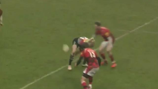 VIDEO. Premiership - Harlequins. La passe de fourbe de Matt Hopper pour feinter la défense du London Welsh