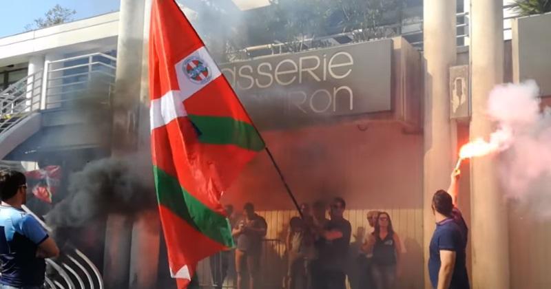 Aviron Bayonnais : fumigène, envahissement des supporters et nouveaux présidents dans une ambiance houleuse