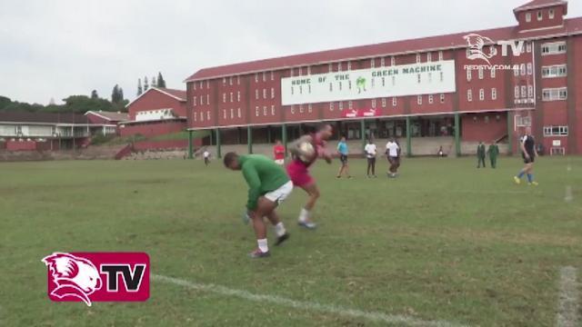 VIDEO. Quade Cooper laisse un jeune rugbyman pour mort lors d'un duel