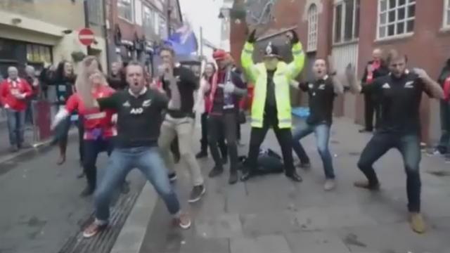 VIDEO. INSOLITE. Quand la police se joint aux supporters pour un haka dans les rues de Cardiff