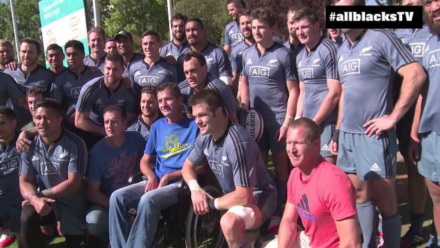 VIDEO. Quand les All Blacks interrompent leur entraînement pour rendre hommage à Joost van der Westhuizen