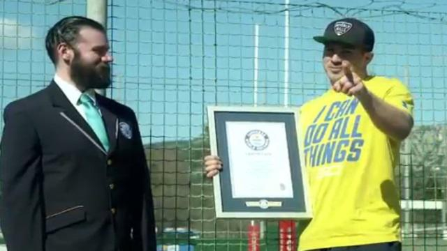 VIDEO. INSOLITE : Drew Mitchell entre dans le Guinness Book avec un record du monde improbable