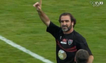 VIDEO. Eric Cantona fait encore quelques miracles... avec le maillot de Toulon et un ballon de rugby