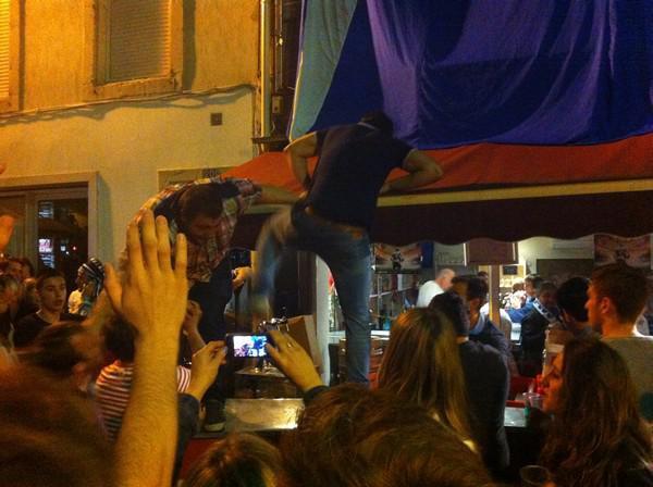 Mathieu Bonello se jette dans le public Castrais après le titre