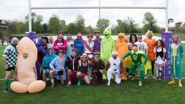 Rugby Amateur : pour le dernier match de la saison, le PUC s'échauffe... avec des déguisements !