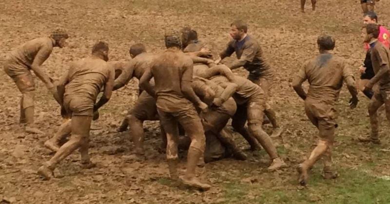 Rugby Amateur - WTF : un match de 1ère Série se dispute dans un bain de boue