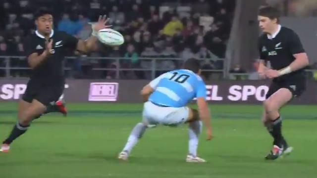 VIDEO. Rugby Championship. Le maître à jouer Beauden Barrett et la machine Julian Savea domptent les éléments et les Pumas