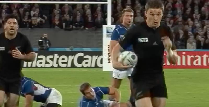 VIDEO. Rugbyman, sprinteur ou les deux ? Quand Beauden Barrett met les gaz, personne ne peut l'arrêter