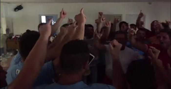 VIDEO. Honneur. 30 matchs, 30 victoires, Saint-Marcellin célèbre son titre en chantant avec son adversaire