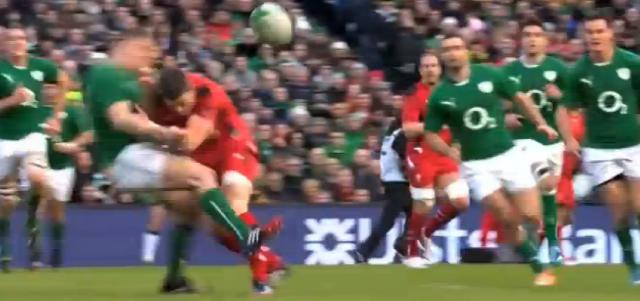 VIDEO. Irlande - Pays de Galles : Scott Williams colle un gros timbre à Brian O'Driscoll... et se blesse à l'épaule
