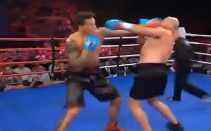 Sonny Bill Williams remporte son match de boxe contre François Botha