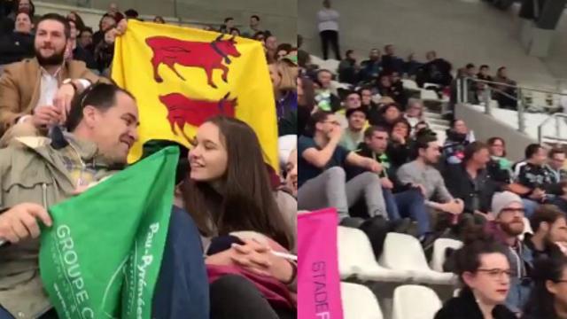 VIDEO. INSOLITE : Lassalle président, les supporters de la Section Paloise chantent leur soutien en plein match !