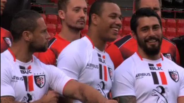 VIDEO. Top 14 - Le Stade Toulousain présente ses nouveaux maillots et ses cinq solides recrues en grande pompe
