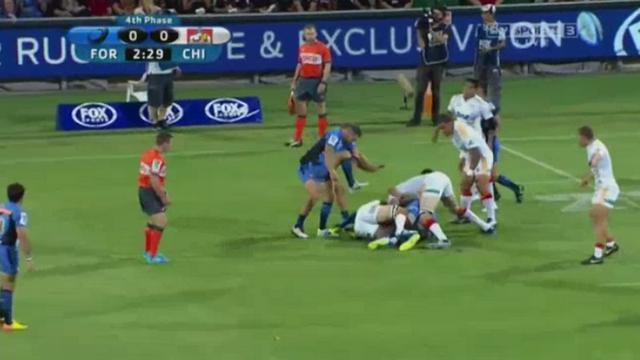 VIDEO. Super Rugby - Alby Mathewson laboure les côtes de Sam Cane...mais ne prend pas de carton
