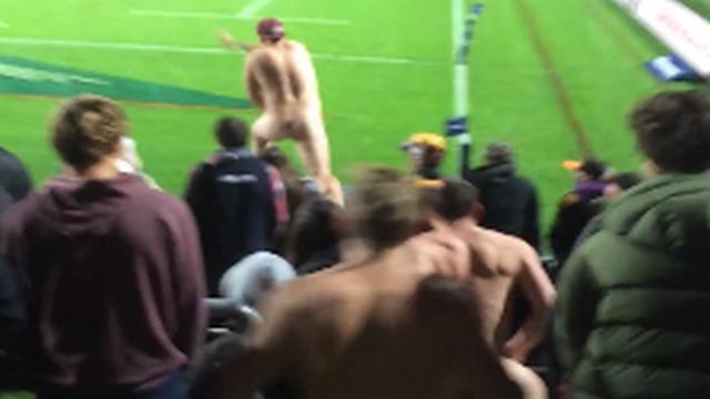 VIDEO. Super Rugby - Au plus près des trois streakers qui ont fait le show lors de Chiefs - Hurricanes