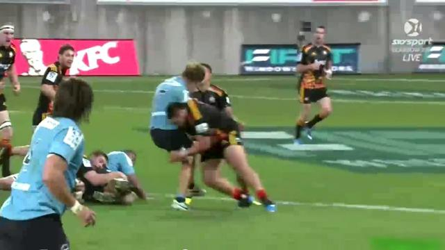 VIDEO. Super Rugby - Ben Tameifuna découpe Michael Hooper pour le plus gros arrêt buffet de la saison