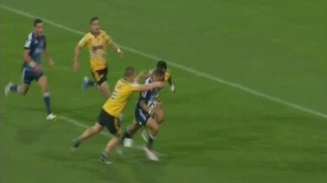 VIDEO. Super Rugby - Le talonneur Dane Coles sort le sprint de sa vie face à Benji Marshall et se sacrifie face aux Blues