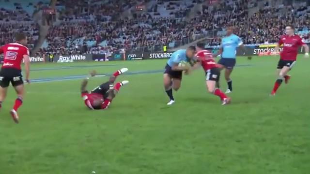 VIDEO. Super Rugby. Israel Folau renverse Nadolo pour l'essai en mode superman de Naiyaravoro