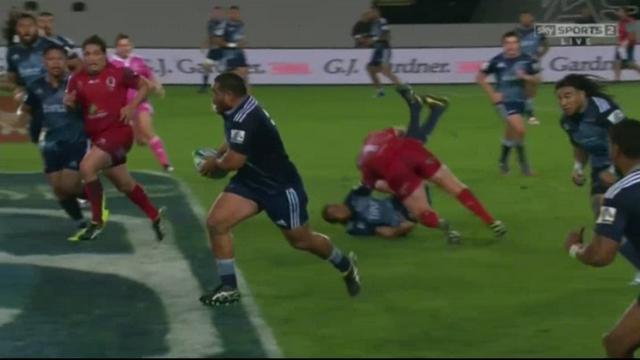 VIDEO. Super Rugby - James Slipper prend trois semaines de frigo pour ce plaquage retourné sur Peter Saili