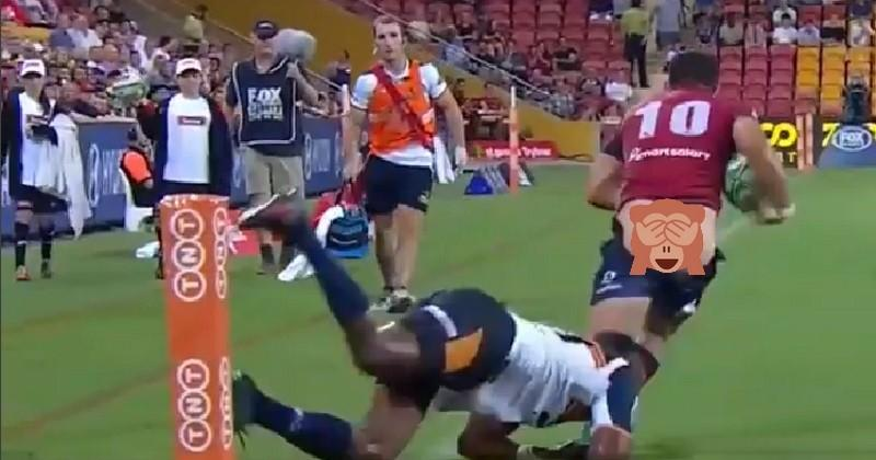 VIDÉO. Insolite - Super Rugby : Jono Lance tente de relancer... mais se fait déculotter par un adversaire