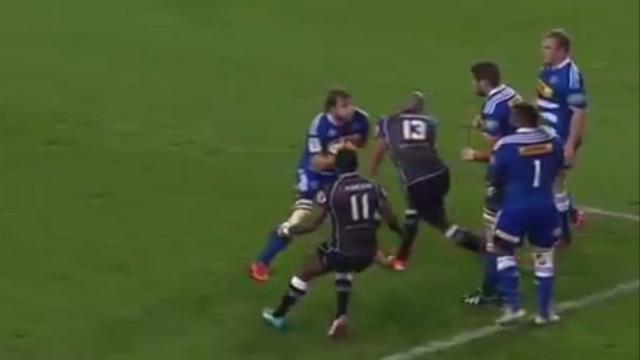 VIDEO. Super Rugby - JP Pietersen s'assomme tout seul en percutant Duane Vermeulen à pleine vitesse