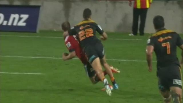 VIDEO. Super Rugby - Anton Leinert-Brown échappe au carton malgré une grosse manchette sur Andy Ellis