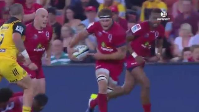 VIDEO. Super Rugby - Reds : chistéra à l'aveugle et passe de basketteur, Scott Higginbotham nous régale