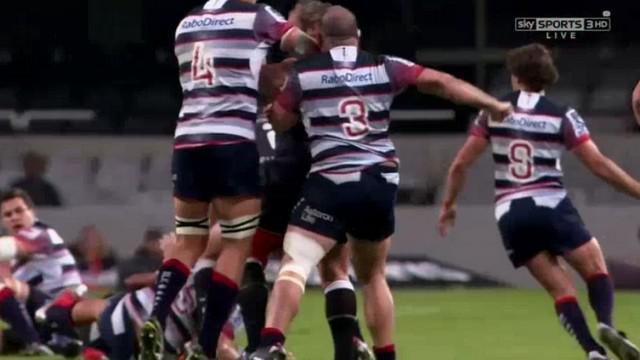 VIDEO. Super Rugby. Laurie Weeks confond le visage de Jannie du Plessis avec un sac de frappe